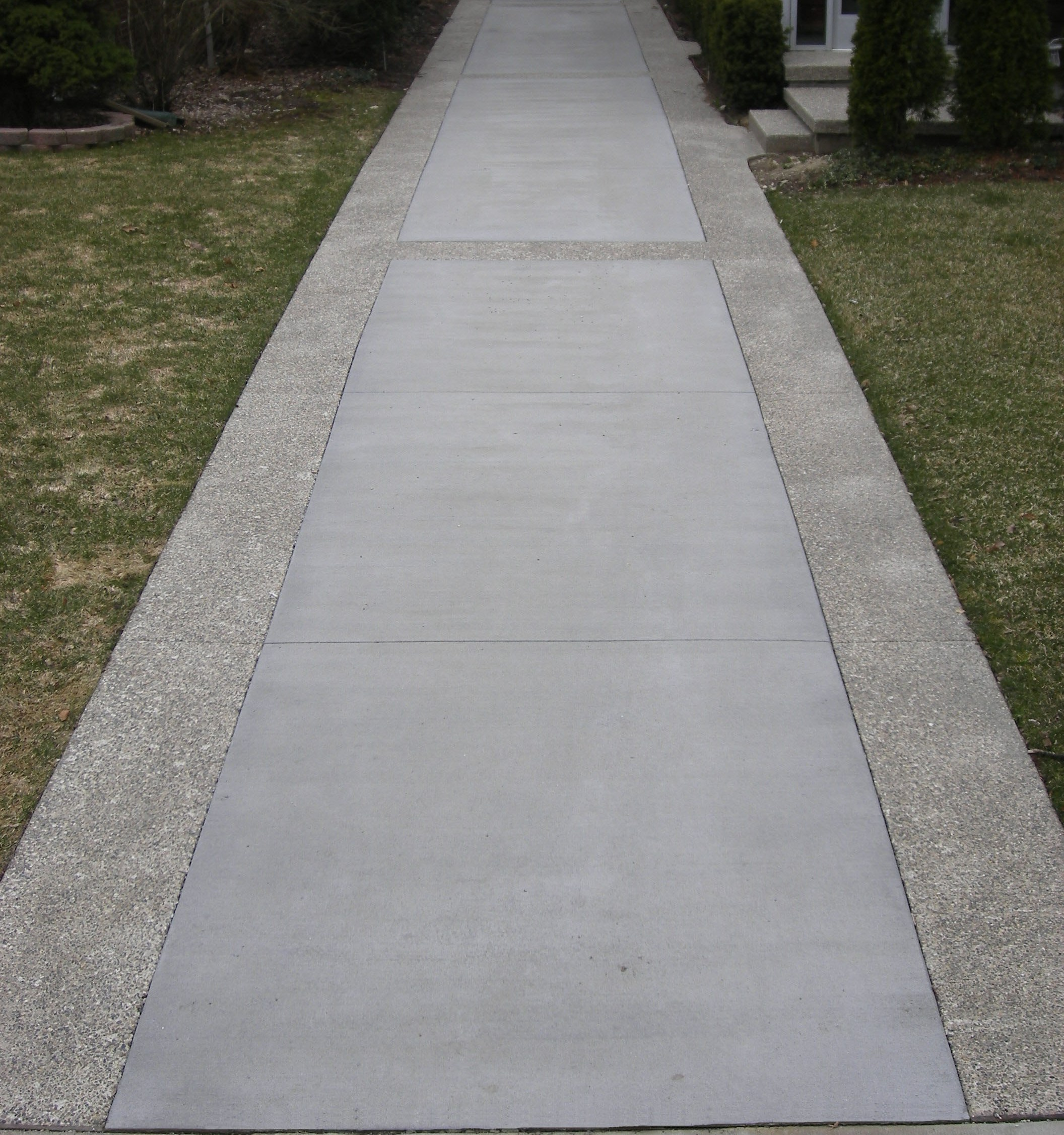 Standard Broomed Driveway with Exposed Aggregate Border
